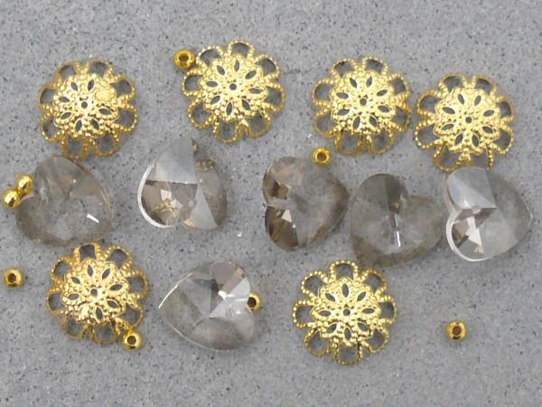 Glasherzen mit Kappen und Metallperlen