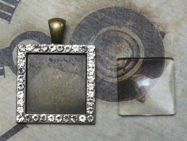 Glascabochon quadr., bronze, Rahmen m. Strass außen